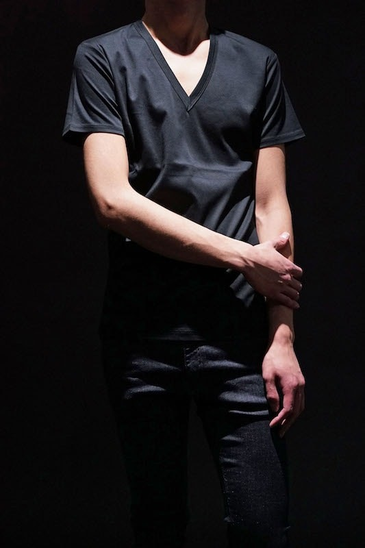 GalaabenD  16SS BASIC Bio SIlket V-Neck Cut Sew (BLACK)