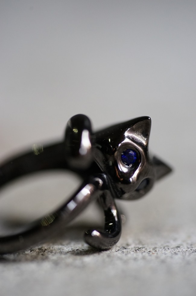 16SS BLUE EYE BLACK CAT PINKY RING