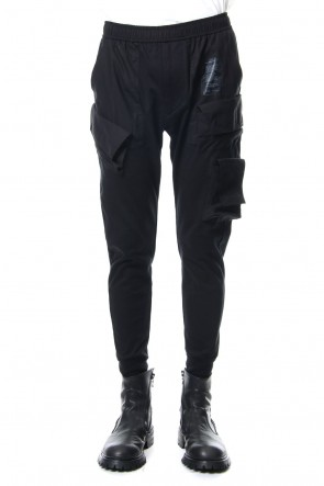 JULIUS 19PF COMBINATION SKNNY CARGO PANTS Black