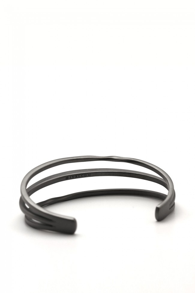 IVXLCDM TRINITY BANGLE TWIST&SLASH MATTE BLACK