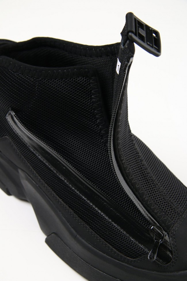 Fixed covred sneaker