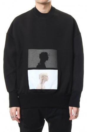 JULIUS 19SS SEAMED SLEEVE PRINT SWEATSHIRT Black