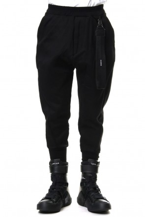 JULIUS 19SS CROPPED EASY PANTS with KEY STRAP Black