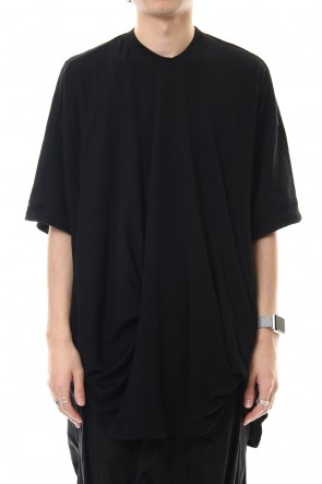 JULIUS 20SS Drape S/S cut & sewn Black