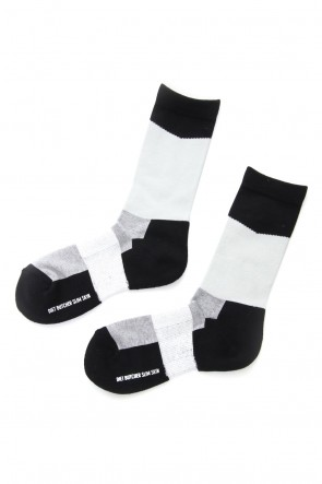 DIET BUTCHER SLIM SKIN 18-19AW Slanting Di Color Sox