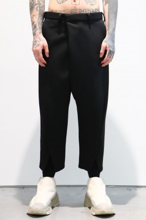 JULIUS19-20AWCROPPED FRONT SLIT TROUSERS