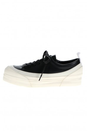 The Viridi-anne 21SS Low Cut Sneakers Black / White