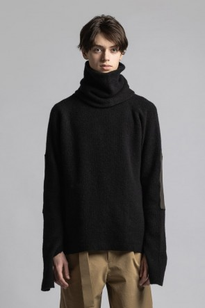 The Viridi-anne21-22AWKnit Pullover with Neck Warmer Black
