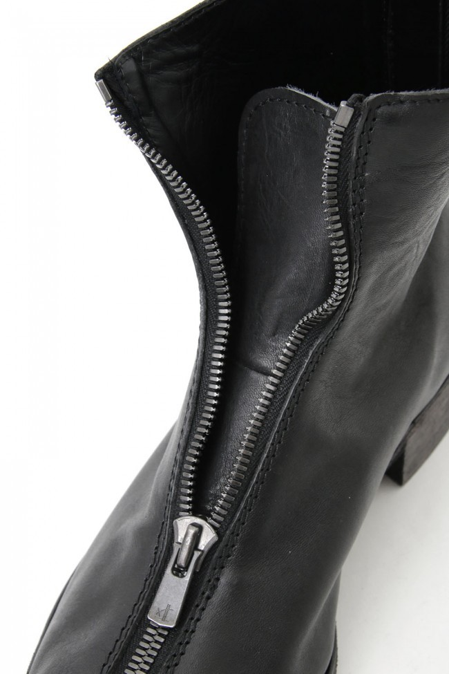 """17SS """"SPLIT"""" zipping in Front and back split look boots"""