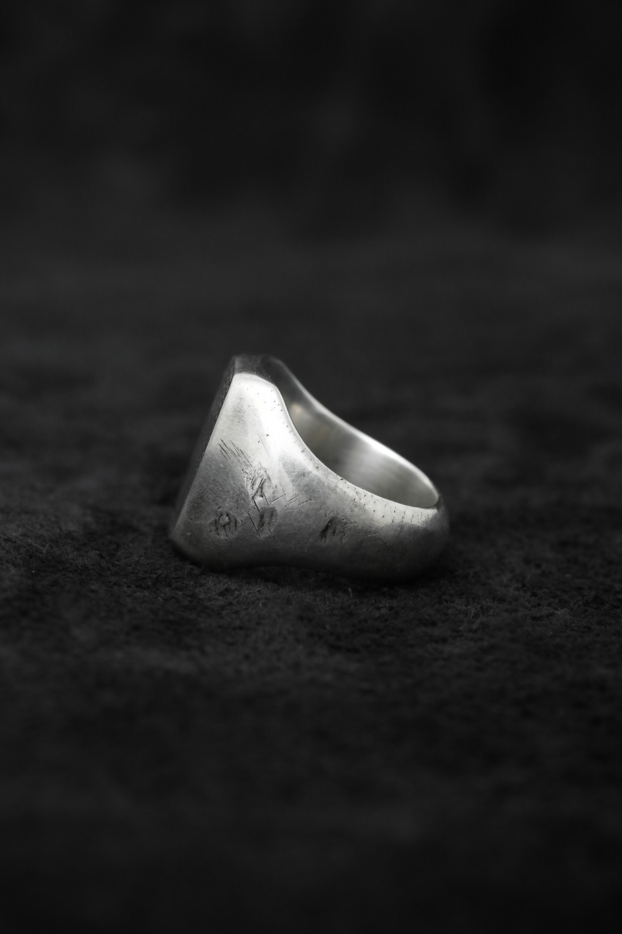 Signet Ring Traces