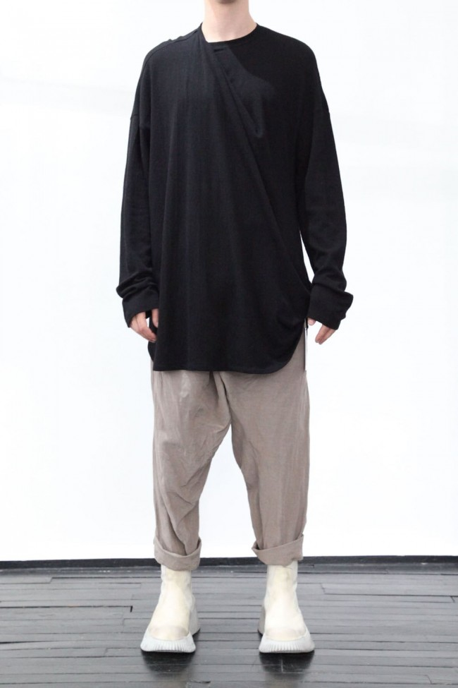 Tuck drape L/S cut & sewn Black