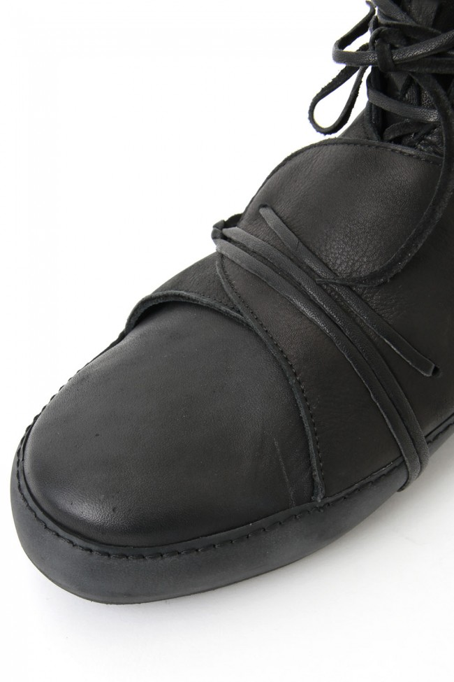 IS_S31_IN_CAV5 - Black-Black Sole