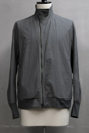 JULIUS 19PF COVERED NECK JACKET Khaki Gray