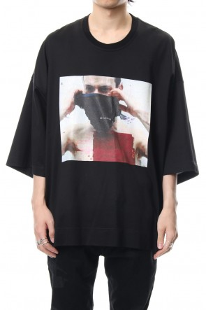 JULIUS 19SS PRINT T-SHIRT Black