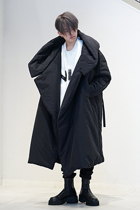 JULIUS 19 Fall Winter Collection HOODED OVERCOAT Styling!!