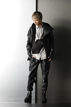 D.hygen & GUIDI Dirty Black styling