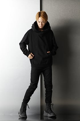 JULIUS - ユリウス Classic slim silhouette Black only Styling
