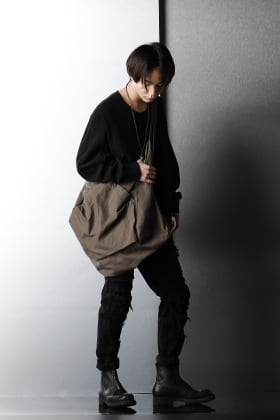 JULIUS 2021SS Drape & Crash detail item Black styling