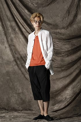 Individual sentiments White shirt styling in early summer