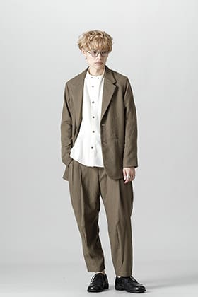 This jacket is made by Faliero Sarti and made of CARIAGGI's virgin wool.